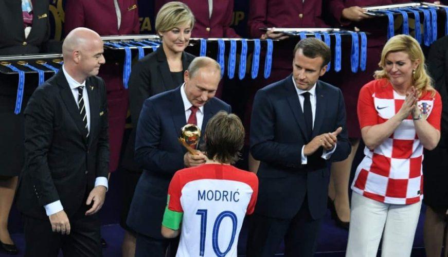 Владимир Путин и Лука Модрич. Фото РИА Новости