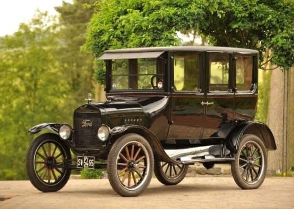 Какой педали не было у автомобиля Форд Т?